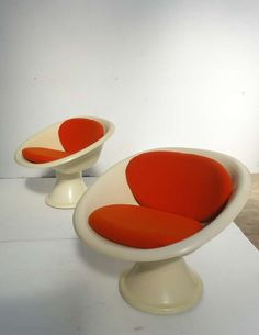 Claude Courtecuisse; Methacrylate Acrylic 'Mercurio' Chairs by Cataneo for Steiner, 1967.