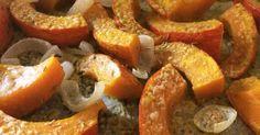 Jednoduchá pečená dýně s cibulí, rozmarýnem a parmezánem