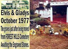 elvis and gladys grave's - Elvis Presley House, Elvis Presley Graceland, Forest Hill Cemetery, Elvis Memorabilia, Linda Thompson, Meditation Garden, Memphis Tennessee, Rare Photos