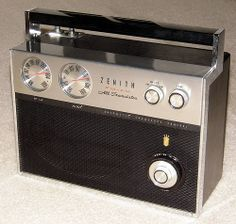 Vintage Zenith Royal 2000 Trans-Oceanic Transistor Radio, Chassis 11ET40Z2, Made in the USA.