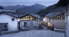 Gallery of Librairie Avant-Garde - Ruralation Library / AZL Architects - 3