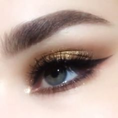 PMG EYEdols Gold Eye Shadow Pat McGrath EYEdol Eye Shadow Singles in Divine Mink & Sextrovert by, Gold Shimmer Eye Shadow with Black Winged Eyeliner, Golden Eye Makeup, Makeup Eye Looks, Smokey Eye Makeup, Beauty Makeup, Makeup Eyes, Shimmer Eye Makeup, Eye Makeup Tips, Prom Makeup, Makeup Trends