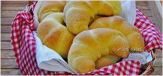 Drożdżowe rogaliki na maślance – przepis/ dinner rolls