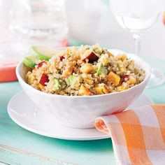 Salade de quinoa, nectarine et avocat Salad Recipes, Vegan Recipes, Vegetarian Cooking, Healthy Salads, Healthy Food, Diet And Nutrition, Fried Rice, Clean Eating, Food And Drink