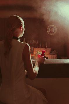 Zum Shooting mit @madmoisellcom in eine ganz neue Rolle schlüpfen, einen neuen Look und das Rezept für einen besonderen Drink probieren.