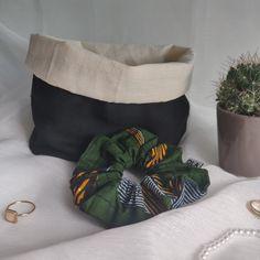 Julie est un joli vide-poche qui vous permettra de ranger vos chouchous. Vous pouvez également vous en servir comme un sac à vrac pour stocker vos aliments. Vide Poche, Julie, Scrunchies, Comme, Ranger, Throw Pillows, Toss Pillows, Cushions, Decorative Pillows