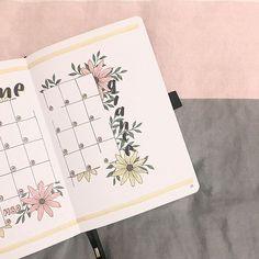 Inés | Bujo | Planner sur Instagram: June monthly spread. . . . . . . #littlemoreplanner #bulletjournalss #showmeyourplanner #bujoideasrepost #bulletjournalcatalog…