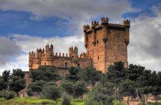 el_castillo_de_guadamur_ubicado_en_el_cerro_de_la_ermita_fue_construido_por_d_pedro_l_pez_de_ayala_entre_los_a_os_1466_al_1470