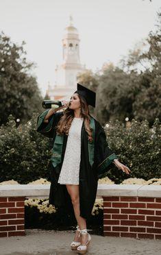 Nursing Graduation Pictures, Graduation Picture Poses, College Graduation Pictures, Graduation Portraits, Graduation Photography, Graduation Photoshoot, Grad Pics, Grad Pictures, Outfit Graduacion