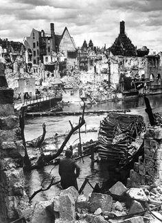 Nuremberg in Ruins 1945 HD-SN-99-02986 - Liste der Luftangriffe der Alliierten (1939–1945) – Wikipedia