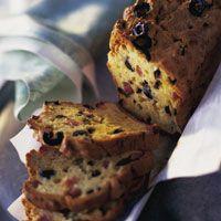 Découvrez la recette Cake salé aux olives et au jambon sur cuisineactuelle.fr.