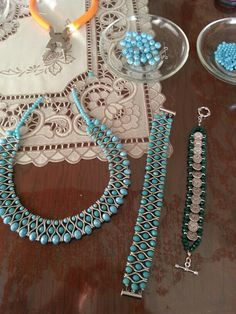 This Pin was discovered by Tül Jewelry Model, Photo Jewelry, Jewelry Sets, Bead Jewellery, Beaded Jewelry, Beaded Bracelets, Seed Bead Necklace, Diy Necklace, Diy Crafts Jewelry