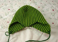 Devil hat: Needs to be sewn in the back.