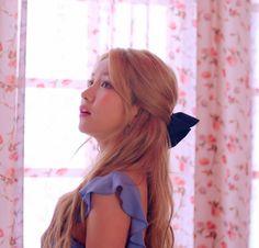 Kpop Girl Groups, Korean Girl Groups, Kpop Girls, Gfriend And Bts, Gfriend Album, Korean Girl Band, Gfriend Sowon, G Friend, Girl Photography Poses