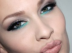 turquoise under eye - makes hazel eyes look greener.and green eyes look EVEN GREENER. Love Makeup, Beauty Makeup, Hair Makeup, Hair Beauty, Green Makeup, Makeup Art, Rimmel, Teal Eyeliner, Turquoise Eyeliner