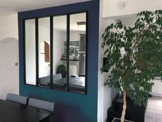 Voici une verrière en miroir que j'ai réalisé grâce à 4 miroirs NISSEDAL. Effet garanti, ça agrandit la pièce, le résultat est encore mieux que ce que j'attendais ! Coup de l'opération 100 euros + des vis Molly. ~Nathalie Court, France Vous aimerez aussi : Un projet de chaise BEKVAM réinterprétée Un meuble télé avec KALLAX Créer une séparation de pièces facilement avec rangements Superbe console moderne pas chère avec IKEA Relooking meuble TV HEMNES