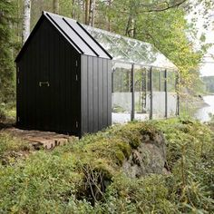 casa de feita de vidro... A loja de design Kekkilä Garden produziu uma mini-casa que pode ser montada e desmontada usando apenas uma chave de fenda.