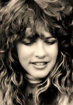 In My Dreams. A very young Stevie in this photo. Buckingham Nicks, Lindsey Buckingham, Members Of Fleetwood Mac, Stephanie Lynn, Stevie Nicks Fleetwood Mac, Women Of Rock, Rock Legends, My Idol, Rock And Roll