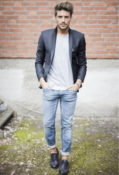 ジャケット着こなしの中でも、ジャケット×ジーンズの組み合わせは程よいカジュアル感を演出できるのでオフにピッタリです!2015年春にトライしたいスタイリングを今回は海外から厳選してお届けします!