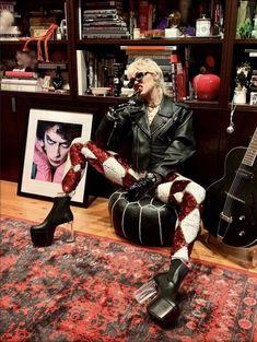 Rock Star Outfit, Rock Outfits, Miley Cyrus Outfit, Joan Jett, Disney Stars, Oui Oui, Glam Rock, Print Artist, Powerful Women