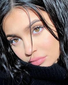 See the transformations of all your favorite celebrities through the years and find out which stars have birthdays this month. Kylie Jenner Outfits, Photoshoot Kylie Jenner, Mode Kylie Jenner, Kylie Jenner Fotos, Trajes Kylie Jenner, Estilo Kylie Jenner, Kylie Jenner Haircut, Kendall And Kylie, Kyle Jenner