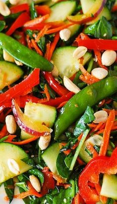 Crunchy Asian Salad … looks so colourful and amazing, I'm sure it tastes even better! Crunchy Asian Salad … looks so colourful and amazing, I'm sure it tastes even better! Vegetable Recipes, Vegetarian Recipes, Cooking Recipes, Healthy Recipes, Vegetable Tian, Vegetarian Salad, Soup Recipes, Salad Bar, Soup And Salad