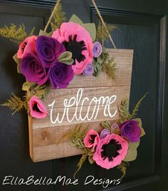 New door wreaths easter felt flowers Ideas Felt Flower Wreaths, Felt Wreath, Felt Flowers, Diy Flowers, Fabric Flowers, Paper Flowers, Felt Crafts, Crafts To Make, Wood Crafts