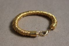 #DIY Jump Ring Bracelet: gold and gorgeous!