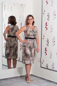 062. Pouzdrové leopardí šaty s páskem.  Vel.: 40  Cena: 830,- kč