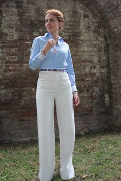 High-waisted trousers & necklace with inlaid heart pendant