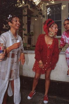 notting hill carnival in the Kangeroos, kiss curls and door knockers. 2000s Fashion, High Fashion, Fashion Outfits, Matthieu Venot, Black Girl Magic, Black Girls, Black Girl Aesthetic, Aesthetic Hair, Vintage Black Glamour