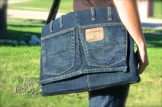 Messenger bag from a pair of jeans--DIY tutorial- tried it and it uses almost a whole pair of mens jeans. Very cool