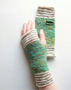 Loom Knitting, Hand Knitting, Knitting Patterns, Hat Patterns, Knitting Machine, Stitch Patterns, Knit Mittens, Knitted Gloves, Wrist Warmers