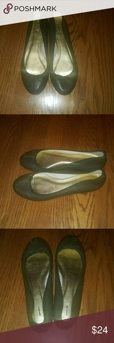 J.Crew green leather flats size 7.5 Preppy J.Crew green leather flats. Size 7.5. In good used condition, small nicks on the front (see last pic) but not very noticeable when worn. J. Crew Shoes Flats & Loafers