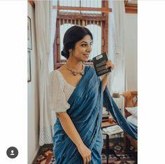 Unleashing the beauty 💖 This is a piece of art, exquisite, wonderful, surreal, dreamy - I am at loss of words myself. Saree Jacket Designs, Saree Blouse Neck Designs, Fancy Blouse Designs, Vogue, Anarkali, Lehenga, Banarasi Sarees, Salwar Kameez, Churidar