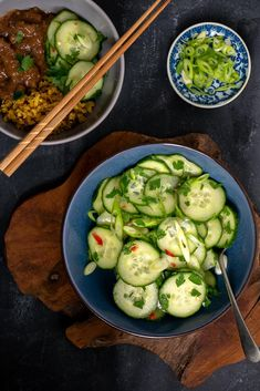 Oosterse komkommersalade - Mind Your Feed Asian Recipes, Healthy Recipes, Tasty, Yummy Food, 30 Minute Meals, Indonesian Food, Cucumber, Chicken Recipes, Bbq