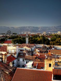 "travelpotato: ""City Split by tamson66 (Source: http://ift.tt/1CpAZhK) """