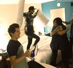 """fortheloveoffuentes: """" My favorite thing about this gif is the fact that jaime is just over there ironing his pants… """""""