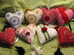Sweet little heart shaped pillows are embellished with vintage design art. Patchwork Heart, Heart Crafts, Quilting Projects, Vintage Designs, Heart Shapes, Machine Embroidery, Design Art, Valentines, Wool
