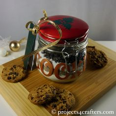 A great present idea. Decorate a jar with Color Dekor 180ºC and bake it in an oven for 30mins. When cool, fill it with the dry ingredients needed to make cookies and attach the instructions for making the cookies.