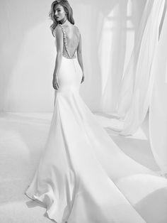 94060f6c586a Rambla  abito da sposa con schiena ricamata a mano in strass - Pronovias