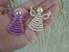Step by step - Pearls Angel Beaded Crafts, Beaded Ornaments, Wire Crafts, Christmas Ornaments To Make, Christmas Angels, Christmas Crafts, Motifs Perler, Beaded Angels, Angel Crafts