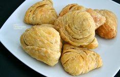 Το πιο νόστιμο φύλλο για τυροπιτάκια ή λουκανικοπιτάκια (και όχι μόνο) φούρνου - cretangastronomy.gr Greek Recipes, Snack Recipes, Dairy, Chips, Yummy Food, Favorite Recipes, Bread, Baking, Samosas