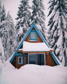 folklifestyle:  Are you ready for winter nesting? (Read: #cuffingseason) Photo by @ianandrewnelson #outdoor #liveauthentic #livefolk @folkmagazine