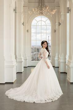 Rochie de mireasa din dantela, cu trena spectaculoasa si maneci brodate. Acest model imbina eleganta si modernitatea oferind un look clasic, plin de feminitate. The Bride, Beautiful Dresses, Cinderella, Corset, Wedding Dresses, Paris, Weddings, Fashion, Bride Dresses