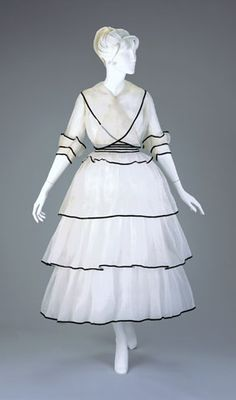 A 1915 afternoon dress that shows off the shorter, fuller skirt of the First World War.