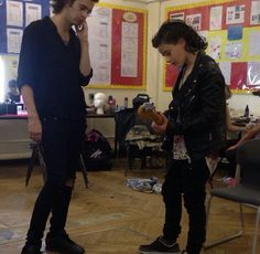 Omg more Heart Out photos from set Matty & Louis Healy