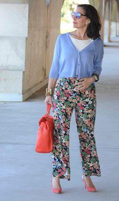 El capricho de Marquez@: Chaqueta corta y pantalón amplio de flores, el verano cada día está más cerca