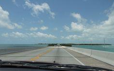Lohnt sich die Fahrt von Miami nach Key West über die Florida Keys als Tagestour? Welche Stops lohnen sich und Sehenswürdigkeiten liegen auf dem Weg von Miami nach Key West? Meine Tipps habe ich hier zusammengefasst.