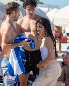 Camila Cabello and Shawn Mendes Pics Of Shawn Mendes, Shawn Mendes Shirtless, Havana, Fangirl, Breastfeeding Photos, Mendes Army, Bonnie N Clyde, Bikinis For Teens, Romance
